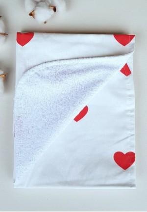 Пеленка непромокаемая Красные сердечки 75х60см